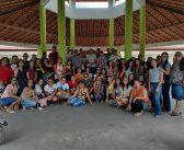 Em trote ecológico calouros plantam mudas de ipê na escola Ozeci Barros de Queiroz